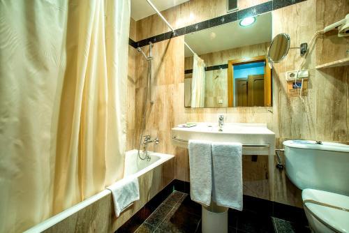 A bathroom at Pacoche Murcia