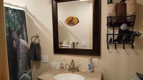 A bathroom at Bear Cove Inn