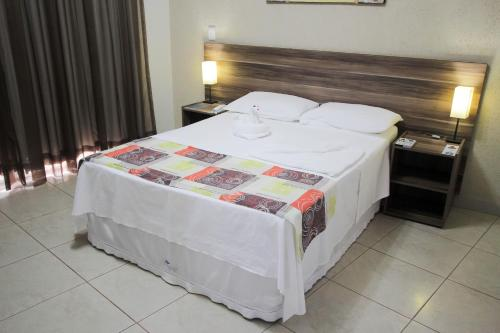 A bed or beds in a room at Beira Lago Palace Hotel