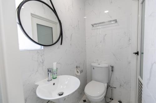 Ein Badezimmer in der Unterkunft Marrison Desker @ Little India (SG Clean)