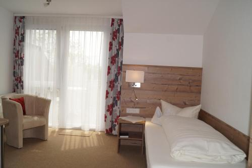 Ein Bett oder Betten in einem Zimmer der Unterkunft Landhotel Schellenberg