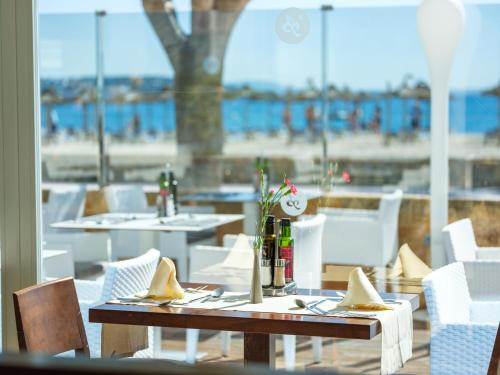 En restaurang eller annat matställe på Son Matias Beach - Adults Only