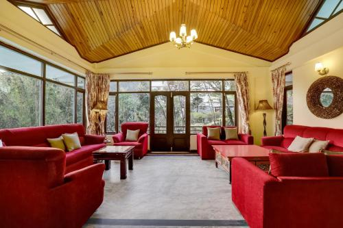 A seating area at Summit Norling Resort & Spa