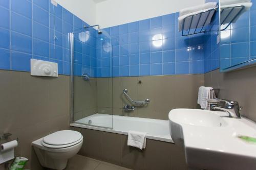 A bathroom at Hotel Villa d'Amato