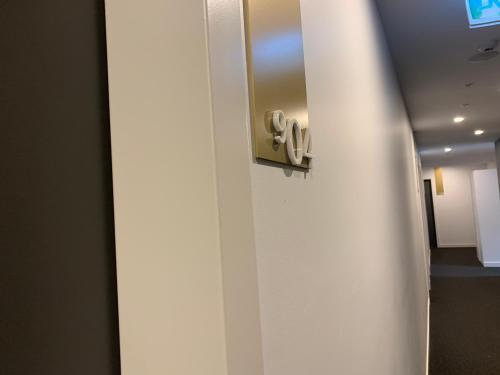 A bathroom at Serviced Apartments Melbourne Aus108
