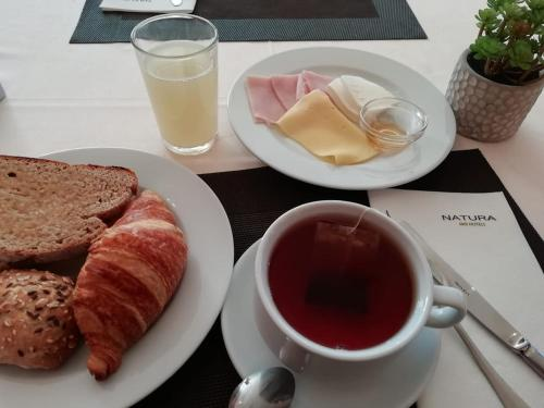 Breakfast options available to guests at Hotel Lusitania Congress & Spa