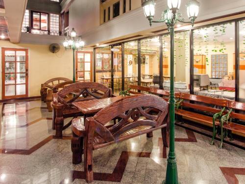 Un restaurante o sitio para comer en Patumwan House