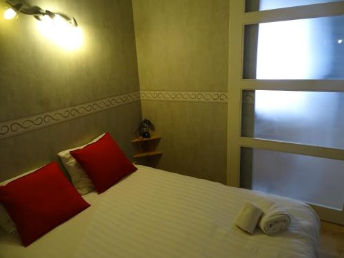 A bed or beds in a room at Ambassador Suites Leuven