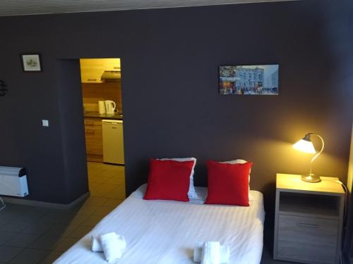 A bed or beds in a room at Budget Flats Leuven