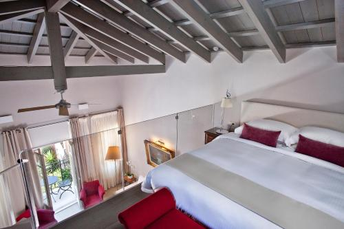 A bed or beds in a room at Rimondi Boutique Hotel - Small Luxury Hotels of the World