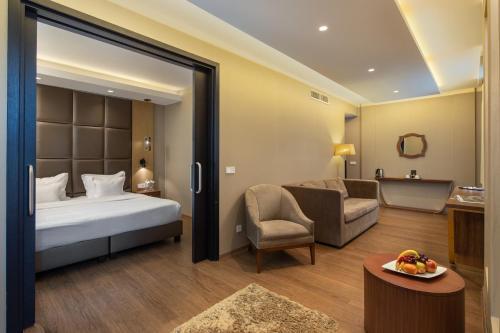 A bed or beds in a room at Continental Hotel Budapest
