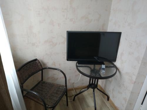 Телевизор и/или развлекательный центр в Отель Аура