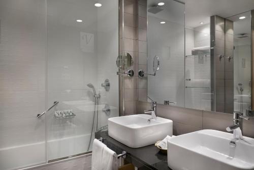 A bathroom at Vincci Selección Posada del Patio