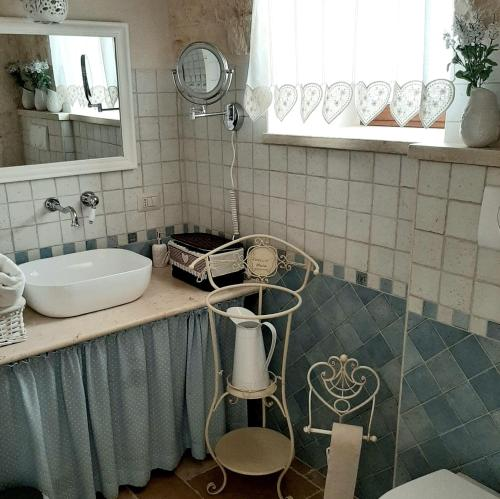 A bathroom at Trulli Antichi Mestieri