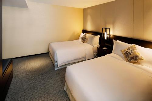 A bed or beds in a room at Suiran, a Luxury Collection Hotel, Kyoto