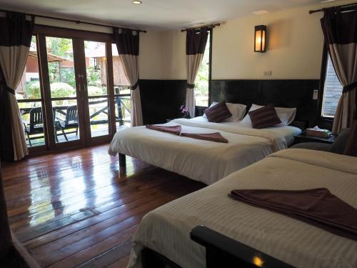 A bed or beds in a room at Mook Lanta Eco Resort