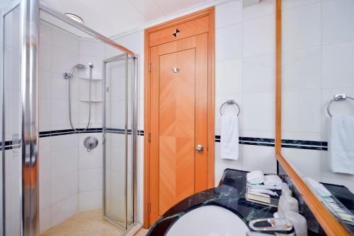 A bathroom at Metropark Hotel Causeway Bay Hong Kong