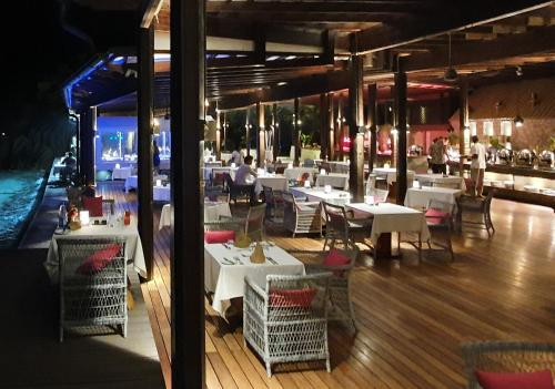 A restaurant or other place to eat at Le Domaine de L'Orangeraie Resort and Spa