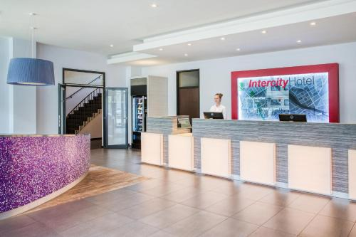 The lobby or reception area at IntercityHotel Hannover