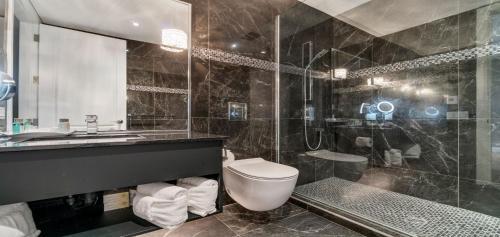 A bathroom at Hotel Port-Royal