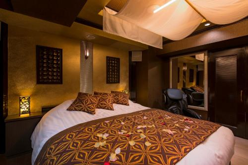A bed or beds in a room at iResort CUE SELA(Adult Only)