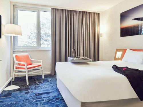 A bed or beds in a room at ibis Styles Marseille Aéroport