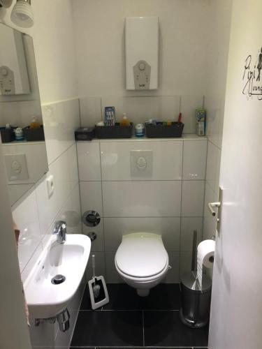 A bathroom at Micha's Ferienwohnung