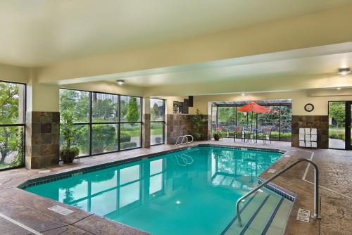 The swimming pool at or near Oxford Suites Spokane Downtown