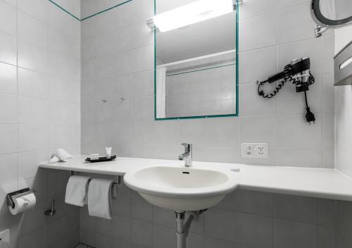 Ein Badezimmer in der Unterkunft Hotel et Centre Thermal d'Yverdon-les-Bains