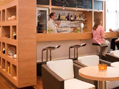 The lounge or bar area at ibis Aachen Marschiertor - Aix-la-Chapelle