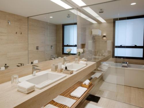 A bathroom at Hotel Fasano Belo Horizonte