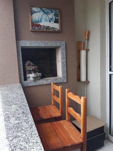 A television and/or entertainment center at Apartamento Criciúma