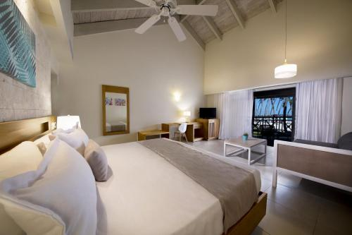 A bed or beds in a room at Vista Sol Punta Cana Beach Resort & Spa - All Inclusive