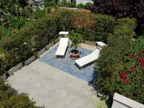 Vista sulla piscina di Mondello Suites Feels Like Home o su una piscina nei dintorni