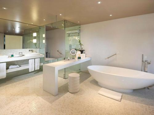 A bathroom at Sofitel Legend Santa Clara Cartagena
