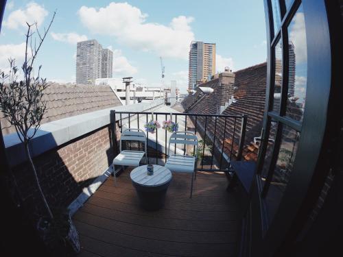Een balkon of terras bij Hostel ROOM Rotterdam