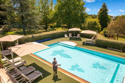 A view of the pool at Le Manoir du Lys, The Originals Relais (Relais du Silence) or nearby