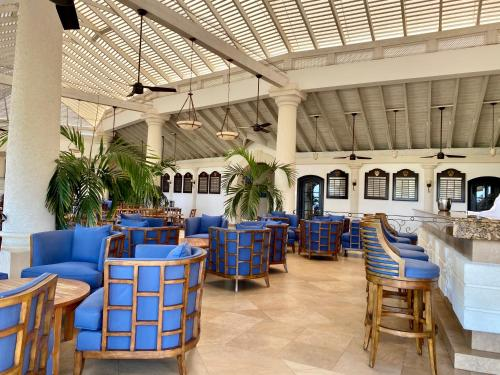 A restaurant or other place to eat at Coconut Grove 2, Royal Westmoreland by Island Villas
