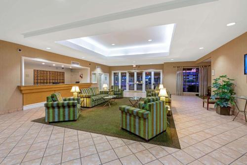 The lobby or reception area at La Quinta Inn by Wyndham Phoenix North