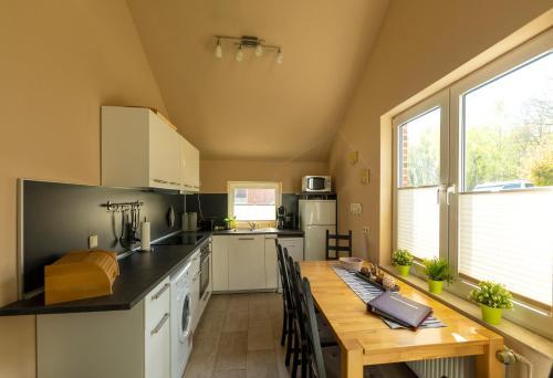 A kitchen or kitchenette at Ferienhaus Vergissmeinnicht