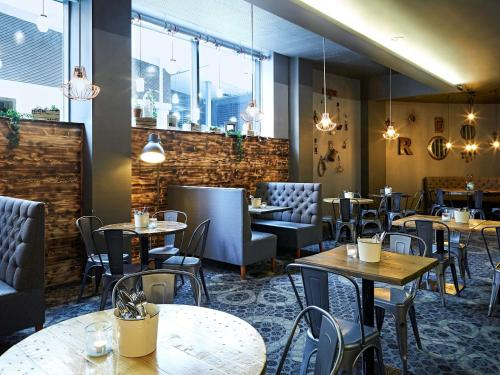 A restaurant or other place to eat at Novotel Liverpool Centre