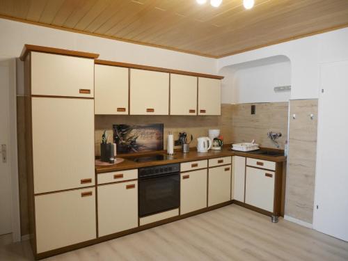 A kitchen or kitchenette at Wäller Ruh'