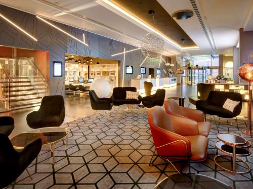 The lobby or reception area at Pullman London St Pancras