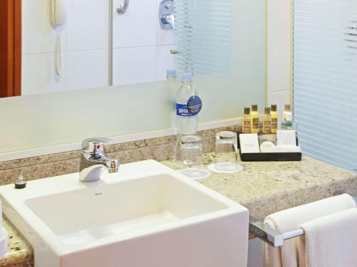 A bathroom at Novotel Lima San Isidro
