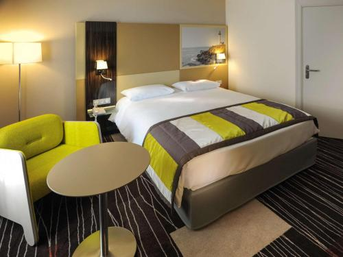A bed or beds in a room at Mercure Granville Le Grand Large