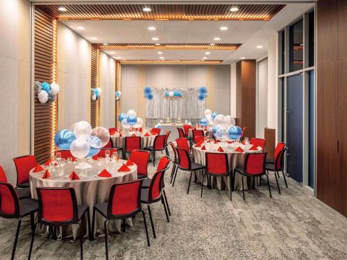 Ein Restaurant oder anderes Speiselokal in der Unterkunft Ibis Singapore on Bencoolen (SG Clean)