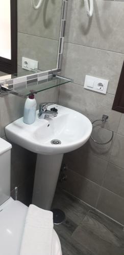 Ein Badezimmer in der Unterkunft Pensión La Montoreña