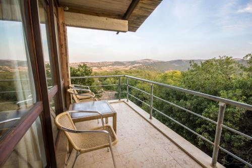 A balcony or terrace at Ajloun Forest Reserve