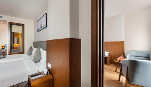 A bathroom at DTX Hotel Nha Trang