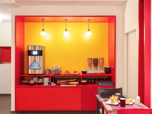 A restaurant or other place to eat at ibis Styles Montpellier Centre Comedie